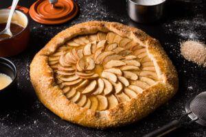 apple pie dessert pizza